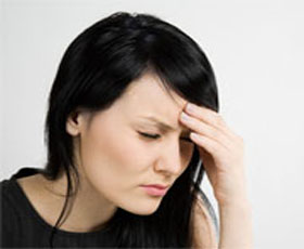 headache-girl-in-black